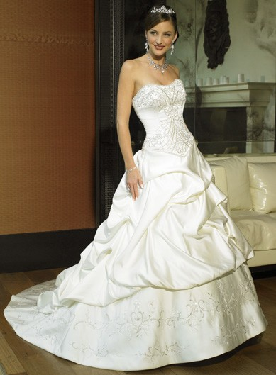 a88258f6a282 Allegra Abiti da Sposa Collezione 2011